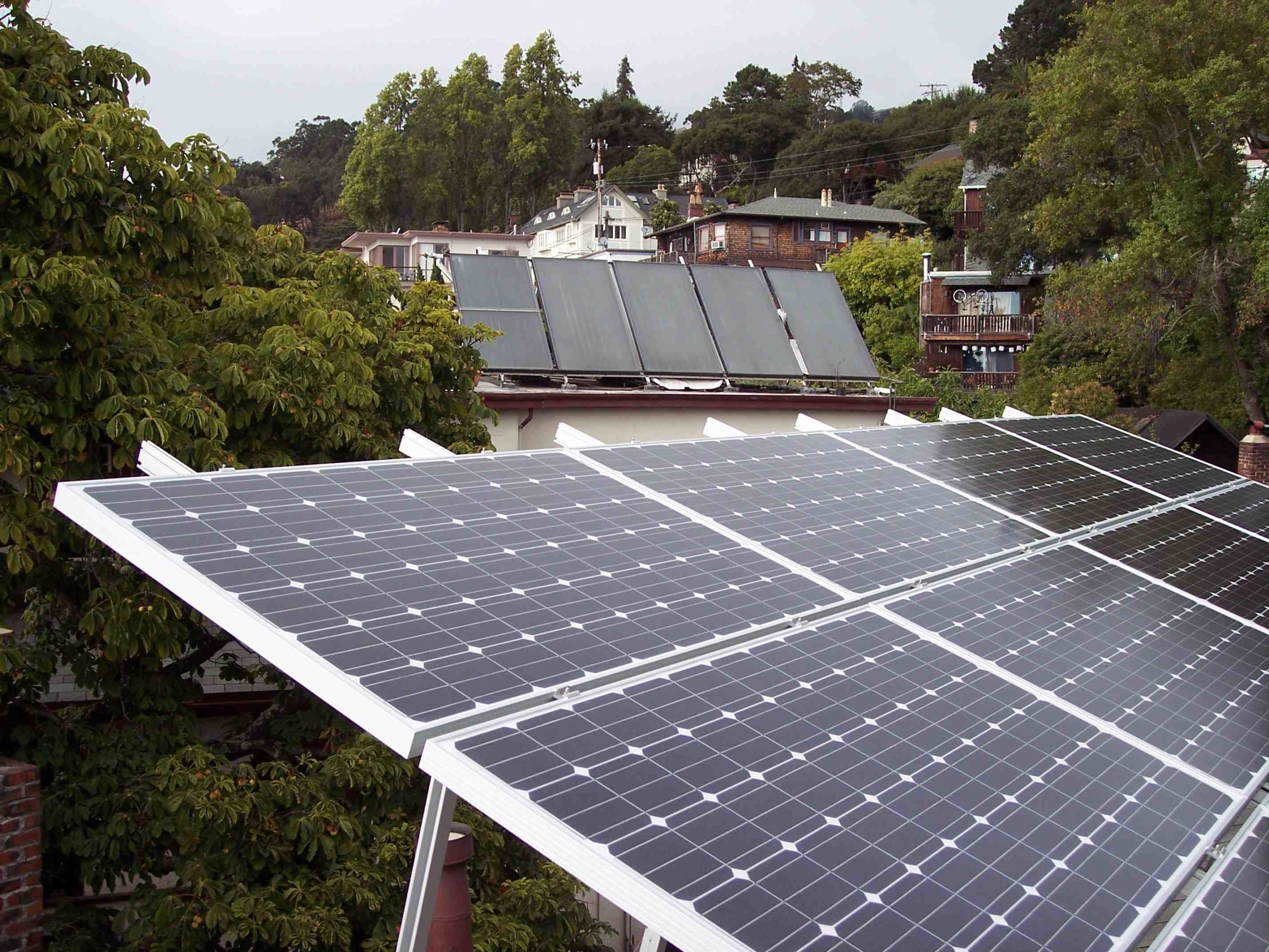 Does PG&E offer free solar panels?