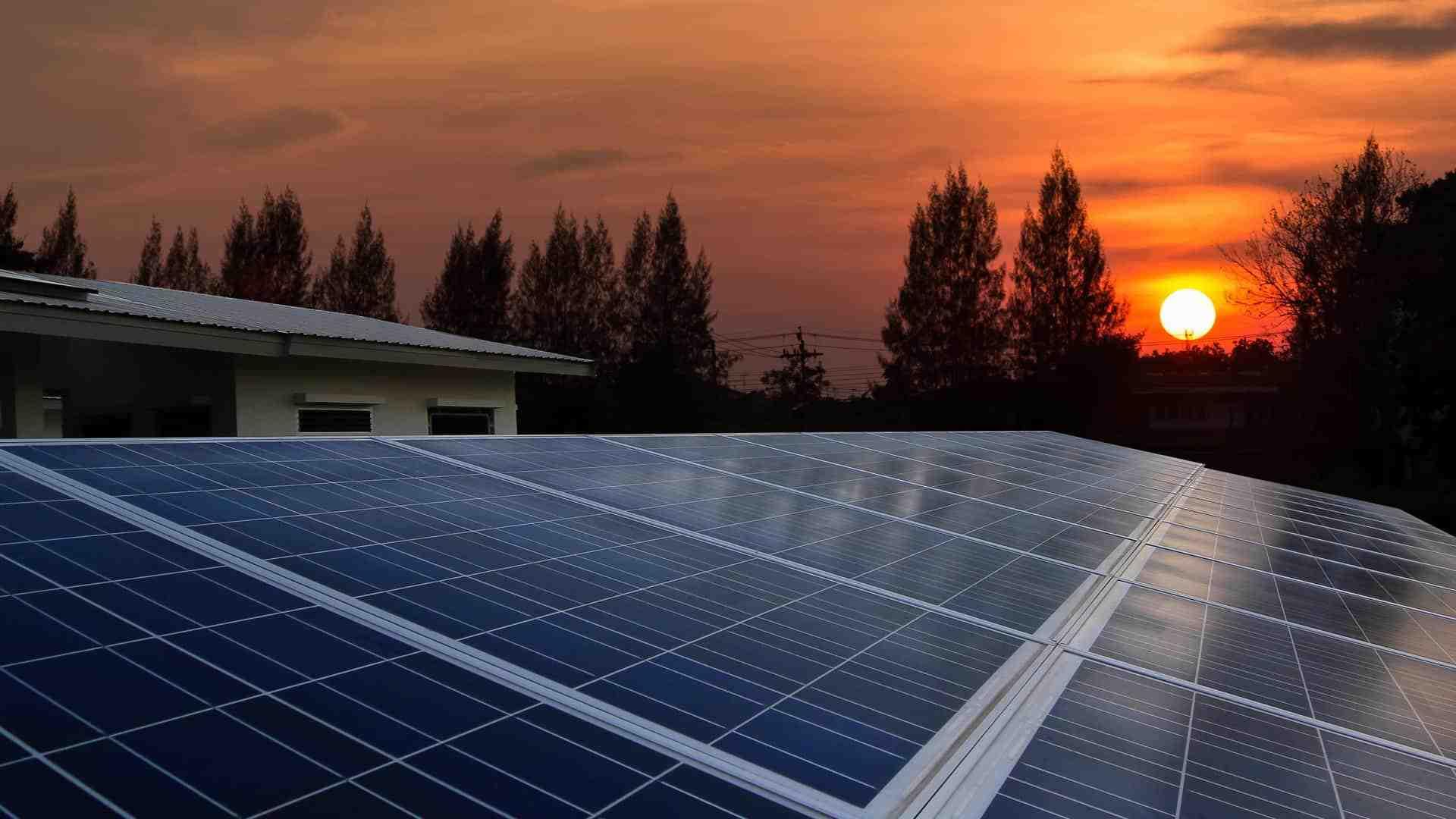 How do I choose a solar panel provider?