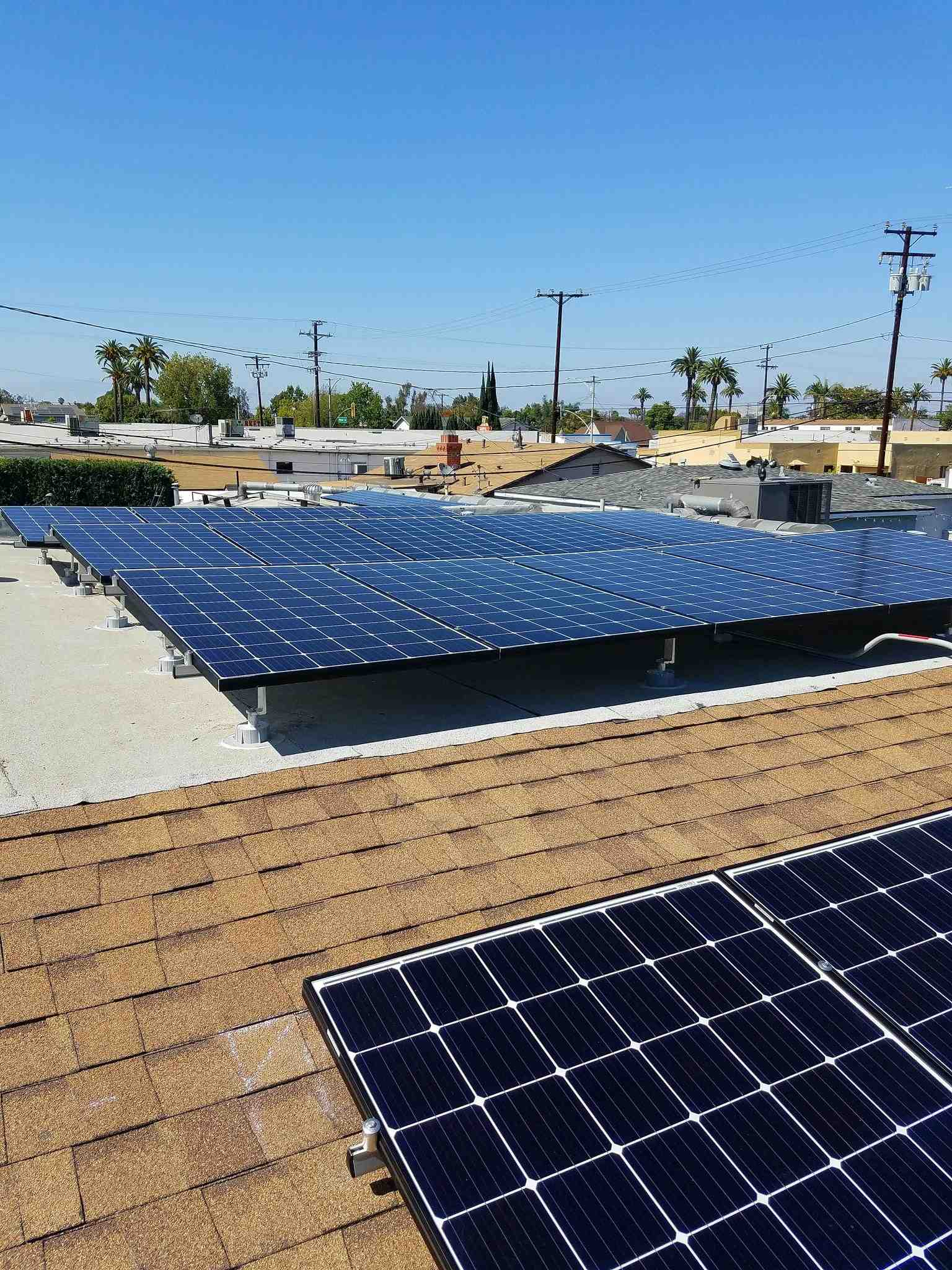 How much does it cost for someone to install solar panels?