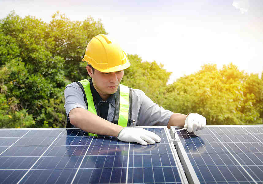 How much does it cost to remove and install solar panels?