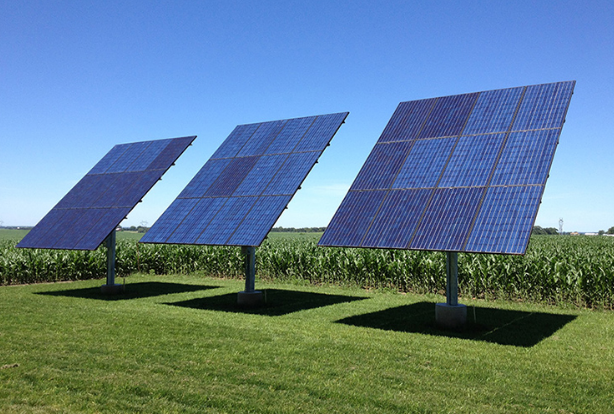 How much do people who install solar panels get paid?