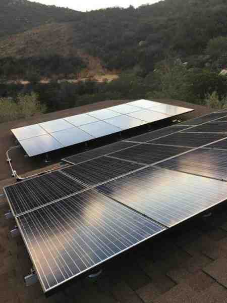 What type of panels does sunrun use?